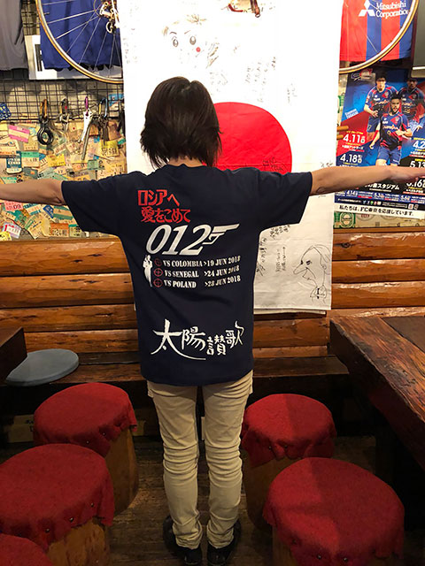 来月開幕するサッカーW杯の観戦用Tシャツです。